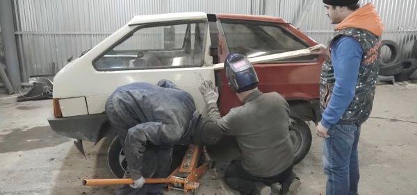 Умелец из Новосибирска собрал танк из двух машин LADA