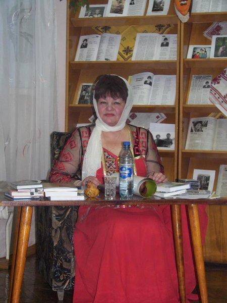 Светлана Азамат издала новым сборник стихов