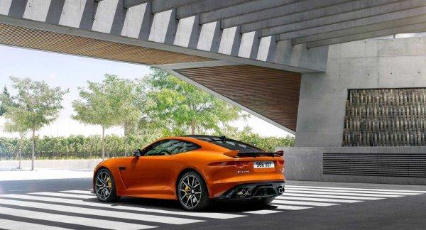 575-сильный Jaguar F-Type SVR доступен для аренды за 17 тыс. рублей в день