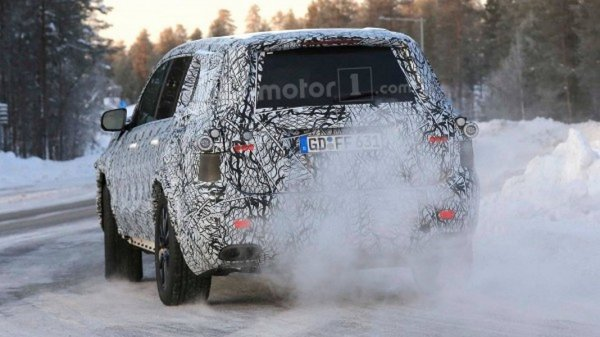 Новый внедорожник Mercedes-Benz GLS 2019 запечатлели на зимних тестах