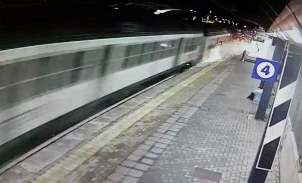 Стали известные возможные причины крушения поезда возле Милана