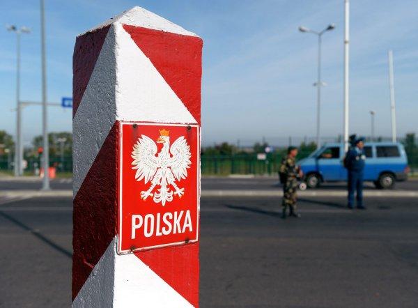 Украинец в Польше протаранил грузовиком дом со спящими детьми