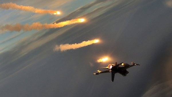 При авиаударах турецких войск на севере Сирии погибли 86 человек
