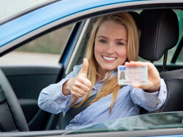 Эксперты рассказали, что обозначают метки на водительских правах