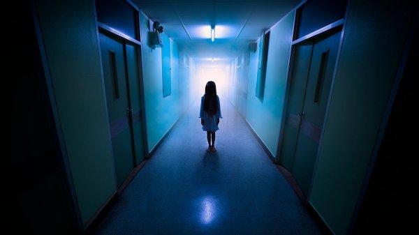 В банке Перу сняли на видео призрак плачущей девочки