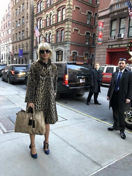 Захарову в леопардовой шубе приняли за коренную жительницу Нью-Йорка