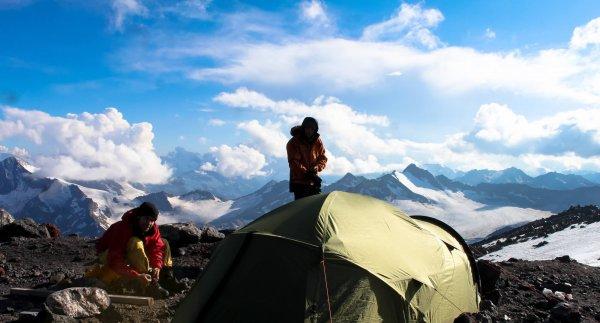 На Эльбрусе разыскивают альпиниста, который не вышел на связь