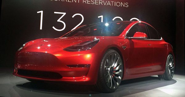 В России начали принимать заказы на Tesla Model 3