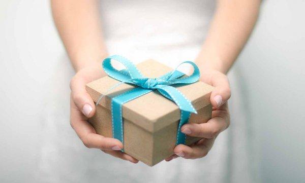 Пожилой американец подарил своей супруге один и тот же подарок 39 раз подряд