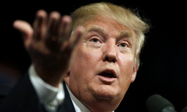 Трамп снова сравнил прибывающих в США иммигрантов с пригретой на груди змеей