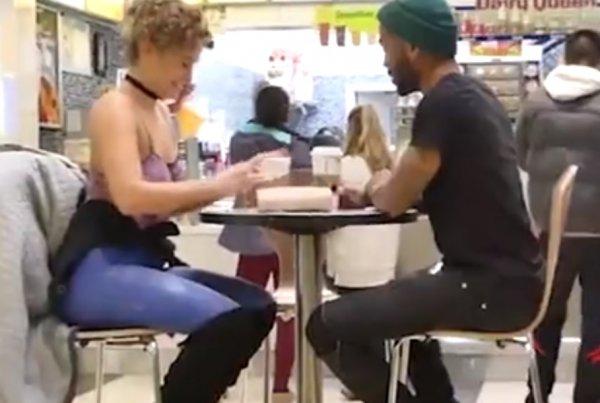 Девушка пришла голой на свидание, а парень этого не заметил