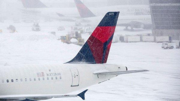 В США из-за экстремальных погодных условий отменены более 3 тысяч рейсов