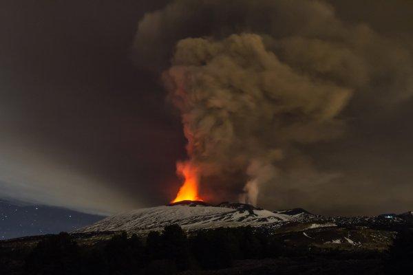 Вулкан из Японии Сацума-Иодзима вскоре начнет свое извержение