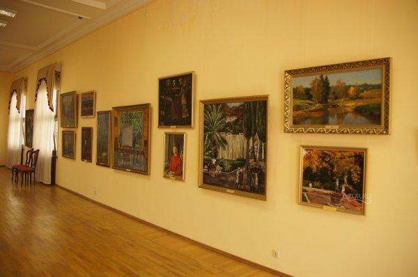 В музее-заповеднике «Ростовский кремль» обнаружили две поддельные картины