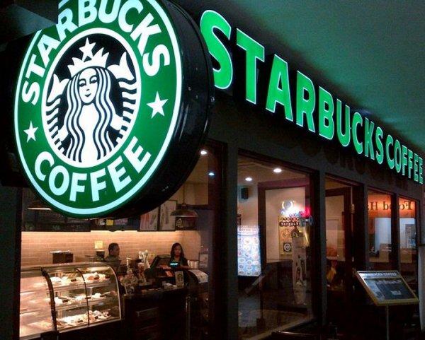 В США сеть кофеен Starbucks обвинили в проявлении расизма