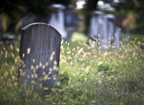 В Китае живые люди массово скупают места для могил
