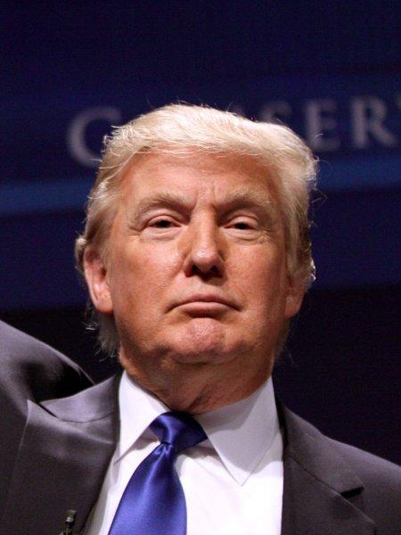 Трамп собрал на новую президентскую кампанию более 28 миллионов долларов