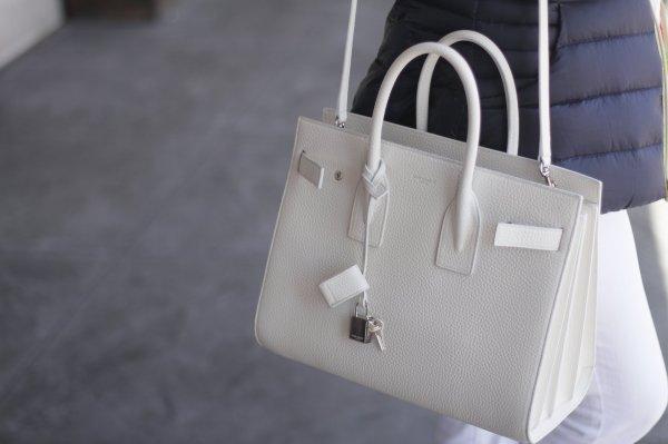Вырванные волосы и сломанные ногти: Модель подралась за люксовую сумку с грабителем