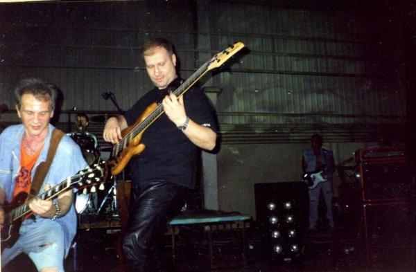 Умер бывший бас-гитарист «Сектор Газа» Сергей Тупикин