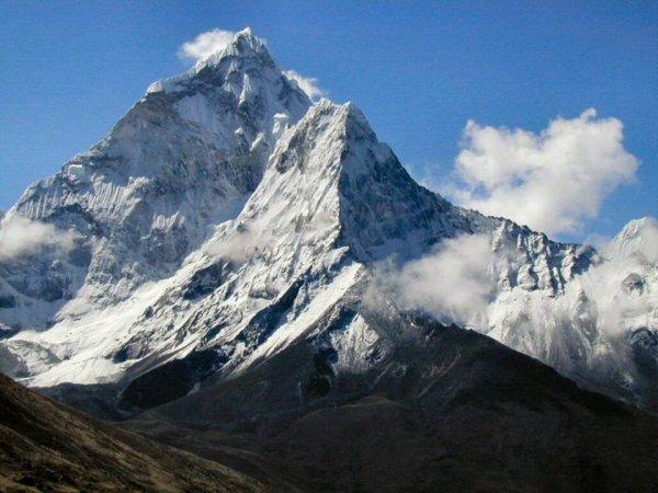 Безногий пенсионер из Китая покорил Эверест