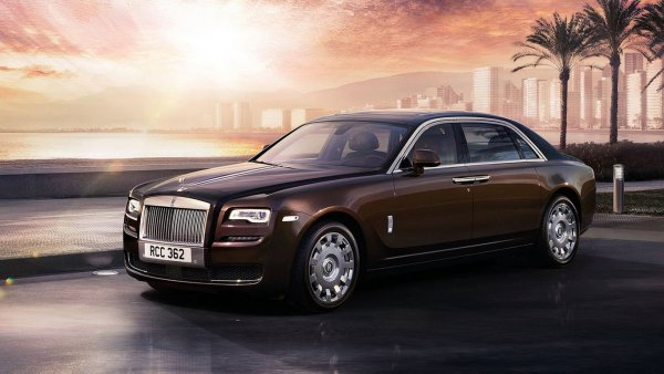 Москвичей удивил необычный Rolls-Royce с шильдиком ЗИЛ