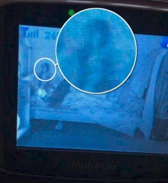 В Британии родители сняли на камеру призрака, общающегося с их дочерью