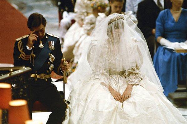 Определены 10 необычных казусов на свадьбах королевских семей