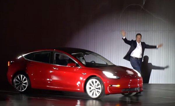 Илон Маск рассказал, когда выйдет бюджетный электрокар Tesla Model 3