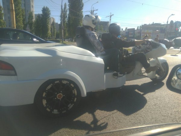 Воронежцев рассмешил необычный гибрид автомобиля и мотоцикла