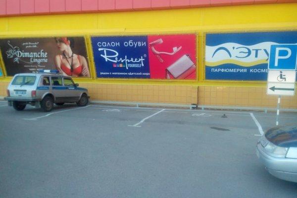 Саратовские полицейские продолжают парковаться на местах для инвалидов