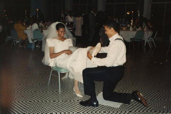 Мишель Обама выложила в Instagram уникальное фото со своей свадьбы