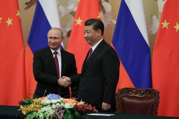 В Китае Путину подарили нижэньчжан с его лицом