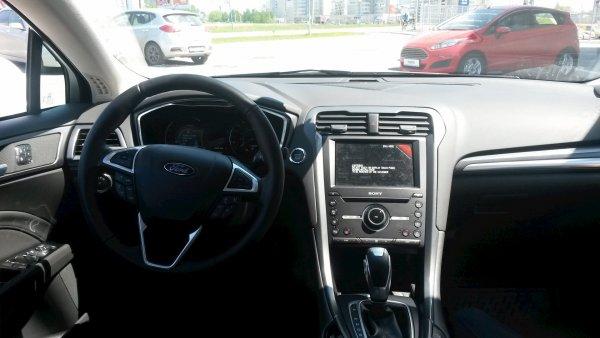 Ford запатентовал складной руль с подставкой для ноутбука