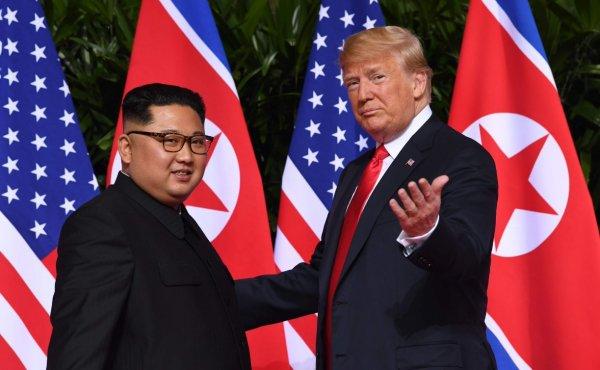 CNN: В Сети появилось видео прогулки Трампа и Ким Чен Ына