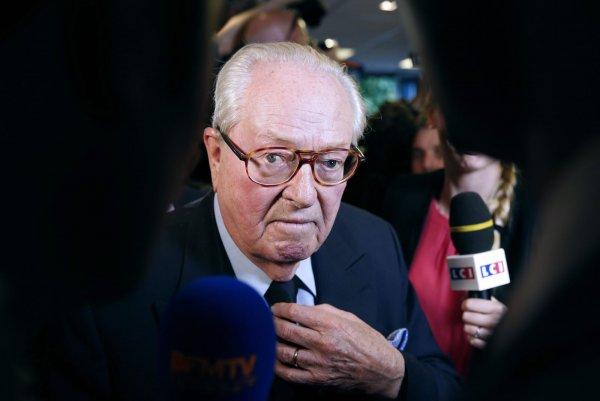 СМИ: С признаками истощения в больницу доставили Жан-Мари Ле Пена