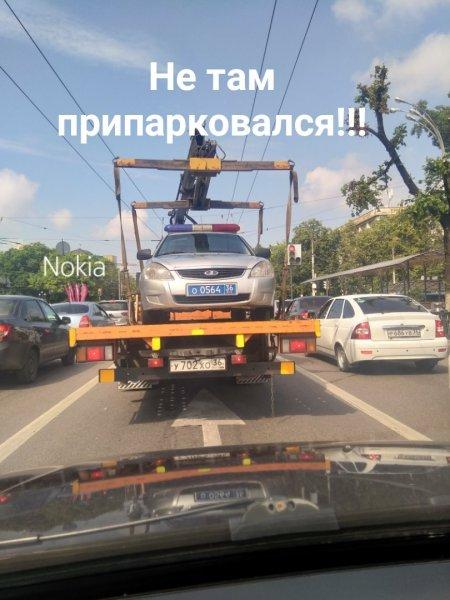Воронежцев повеселила эвакуация автомобиля ДПС
