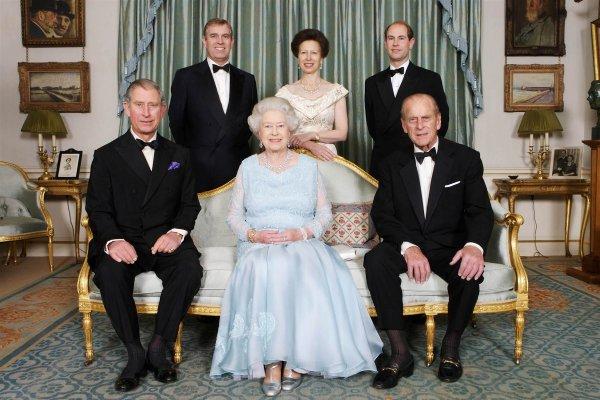 Британская королевская семья отпраздновала День отца неизвестными семейными фото