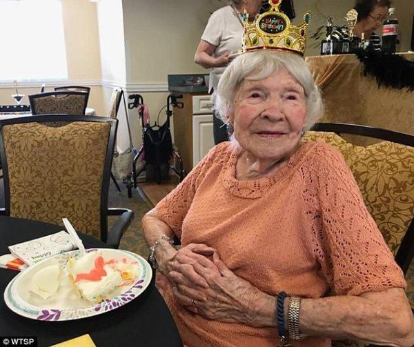 И пила, и курила: Жительница Флориды в 105-летний юбилей раскрыла рецепт своего долголетия