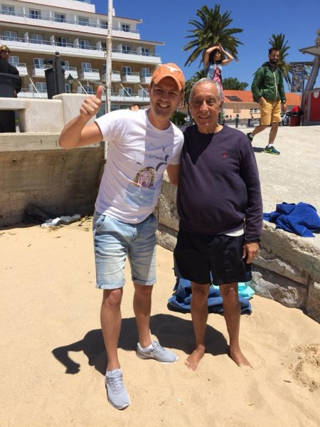 Житель Украины сфотографировался с португальским президентом на пляже в Лиссабоне