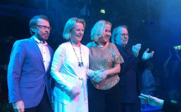 В сети появилась первая фотография ABBA в студии после 35-летнего перерыва