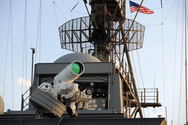 Американских летчиков 20 раз пытались ослепить лазером над Тихим океаном