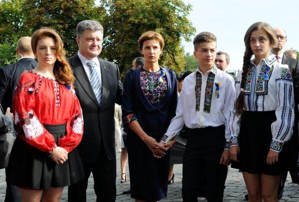 «Зрада»: Дочери Порошенко «оторвались» под русских артистов на фестивале