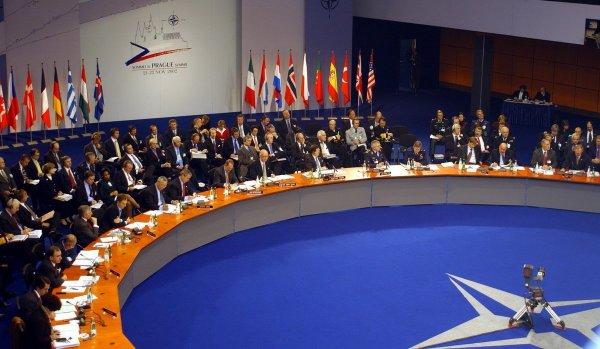 НАТО обвиняет Россию в провокации возле ее рубежей