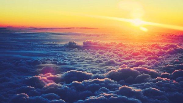 В Сети показали необычный феномен «странного облака»