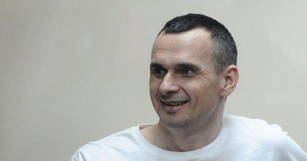 Мать Сенцова просит Путина помиловать ее сына
