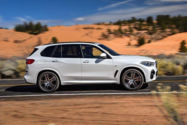 BMW назвала российские цены на новый кроссовер BMW X5