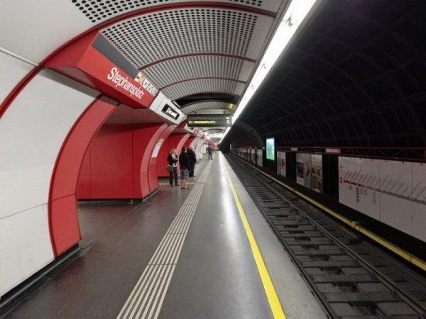 В метро Вены раздали 14 000 дезодорантов