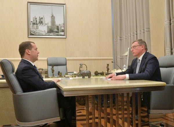 «Украина есть, а Путина нет»: В Сети обсуждают фото интерьера кабинета Медведева