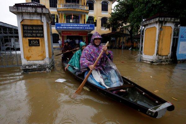 Во Вьетнаме тайфун унёс жизни минимум 10 человек