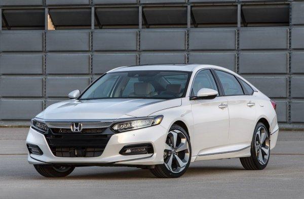 В сети рассекречен салон нового седана Honda Inspire